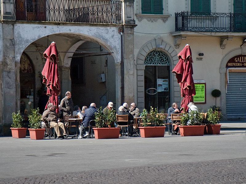 senior-citizens, Piazza Marsilio Ficino, Figline Valdano