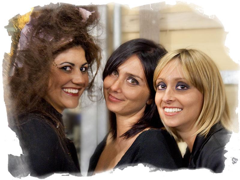 Le tre ragazze del gruppo Arte Capelli alla serata del Palio di San Rocco