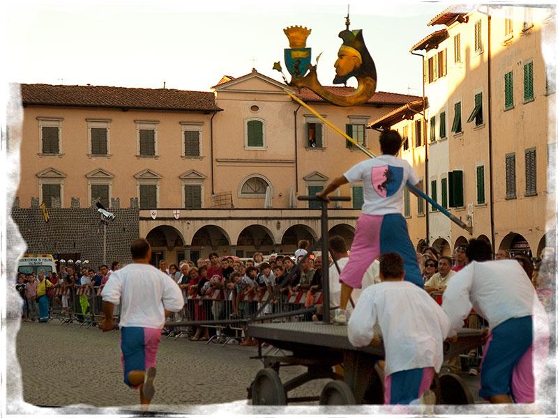 la gara dei carretti durante il Palio di San Rocco