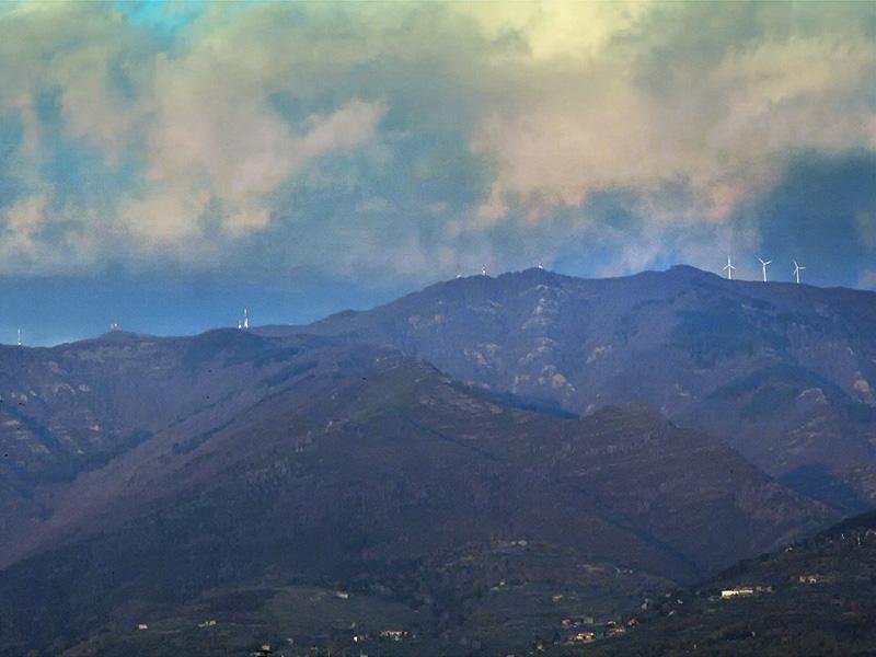 Mulini per sfruttare l'energia eolica sul crinale del Pratomagno nel Valdarno
