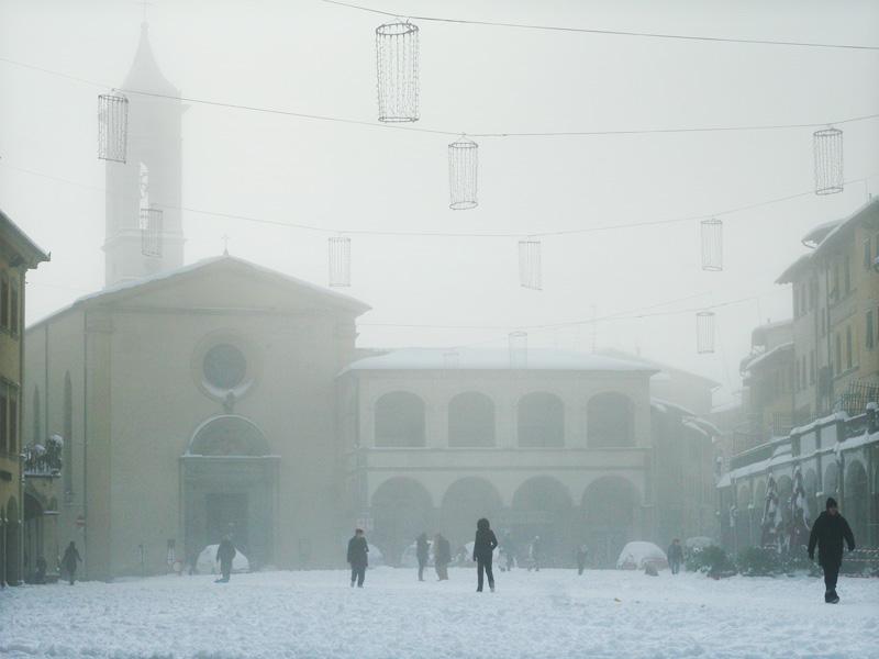 Piazza Ficino a Figline coperto di neve