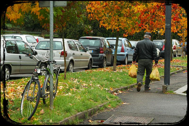 Autunno al posteggio a Figline con nonno e bicicletta