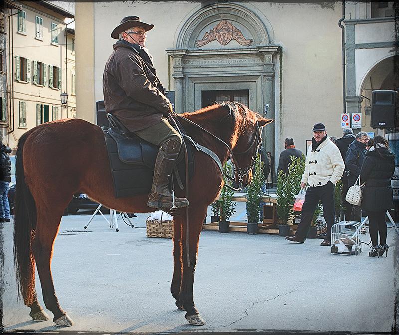 Benedizione degli animali per Sant'Antonio a Figline Valdarno con partecipazione dei Cavallieri delle Balze