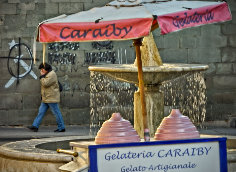 Gelato artigianale italiano in Piazza Serristori, Figline Valdarno