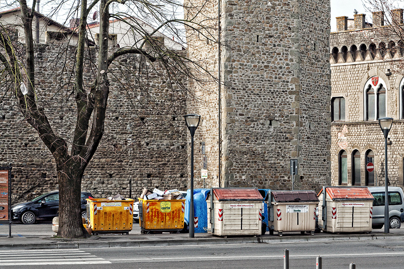 un tratto delle mura antiche e una torre di Figline Valdarno