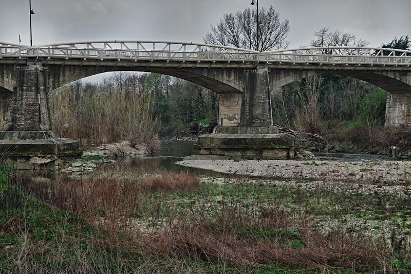 Siccità in Toscana, il fiume Arno a Figline Valdarno in secca