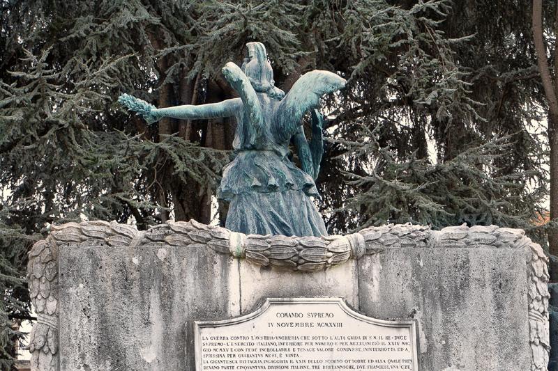 Il retro del monumento alla Vittoria a Figline Valdarno