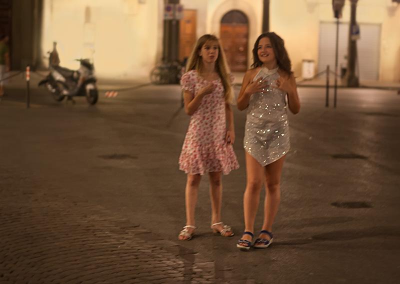 Due fatine girano per la notte di Figline Valdarno