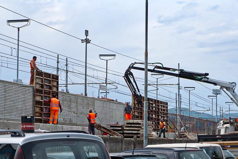 La costruzione di un muro fonoassorbente lungo la FFSS a Figline